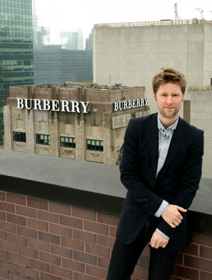 Christopher Bailey foran Burberry Tower!